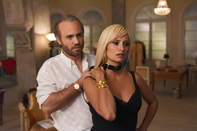 Edgar Ramirez puts a necklace on Penelope Cruz