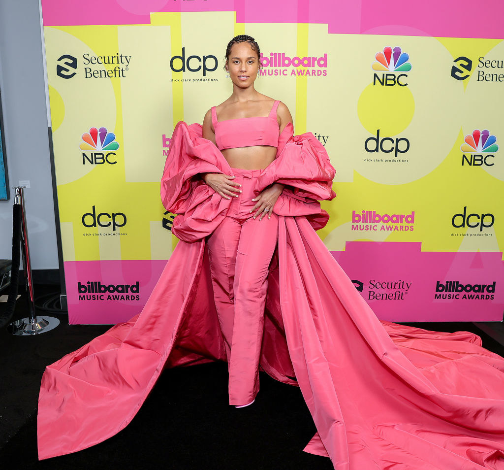 Alicia Keys poses backstage for the 2021 Billboard Music Awards