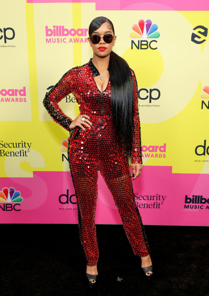 H.E.R. poses backstage for the 2021 Billboard Music Awards