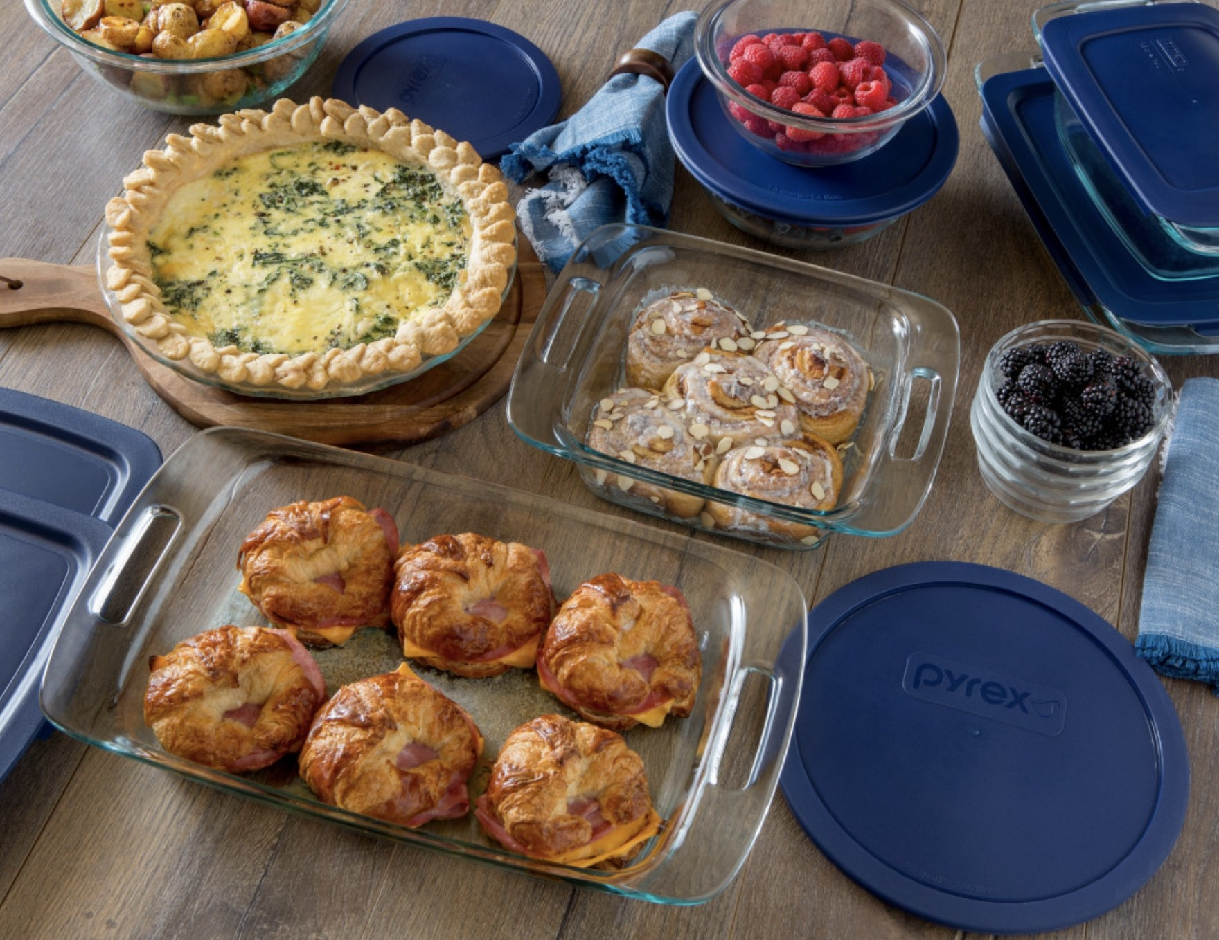 The glass bakeware set with blue lids