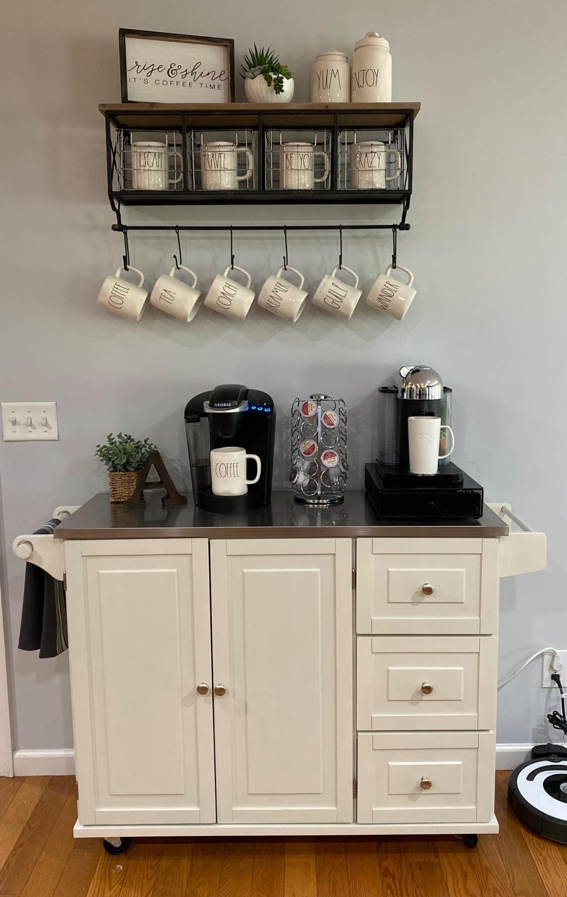 一种厨房推车,用作咖啡吧,有三个抽屉和一个橱柜