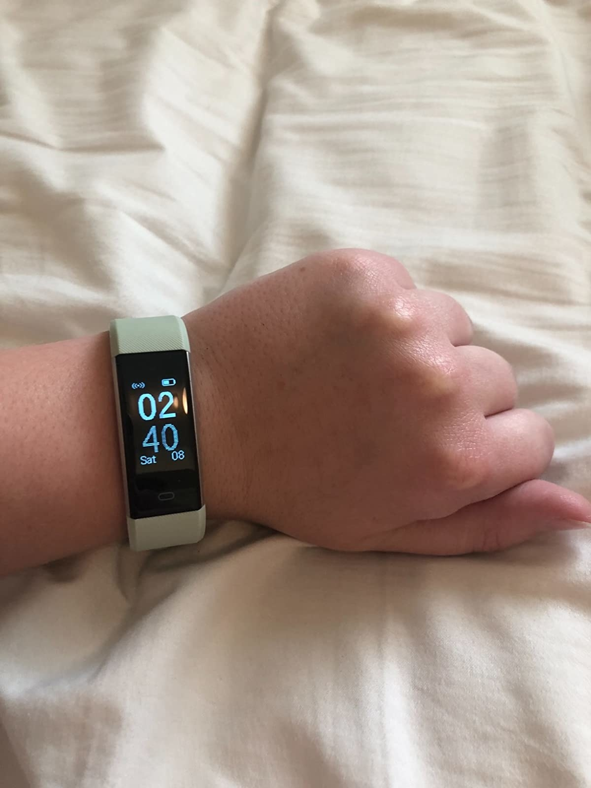 image of the sage letscom fitness tracker on a reviewer's wrist showing the time as 2:40