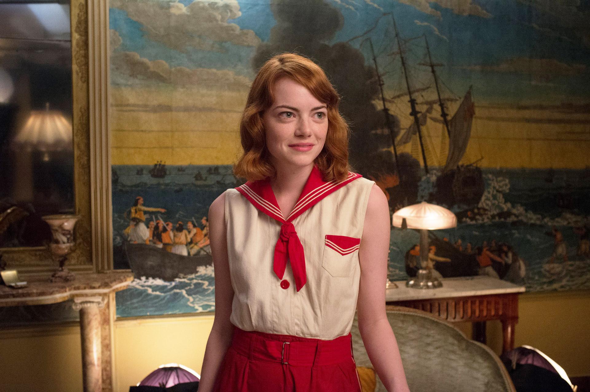 艾玛·斯通穿着水手装
