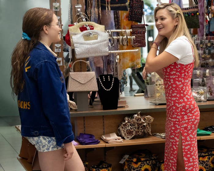 Jeanette and Kate running into each other at the mall in the pilot