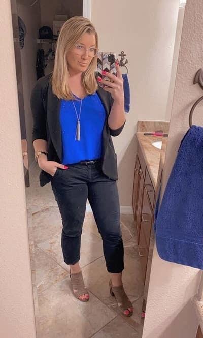 reviewer wearing black cropped pants