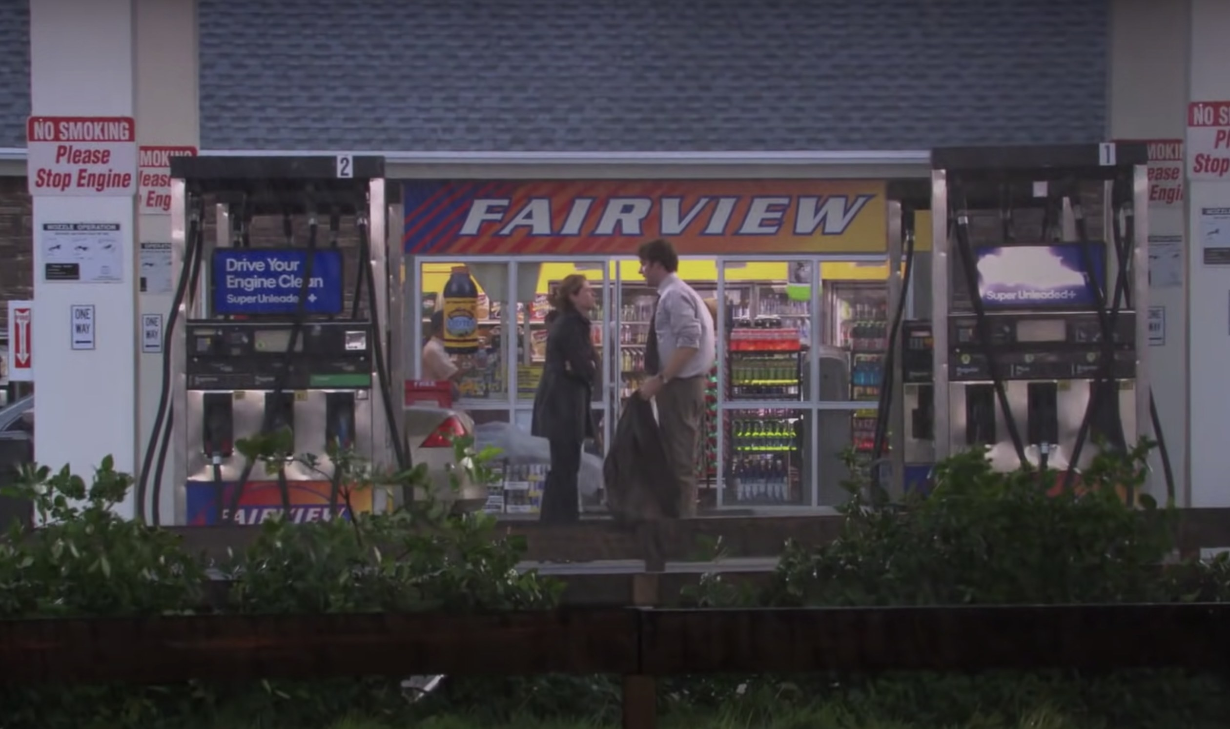 Jim and Pam look at each other outside the gas station