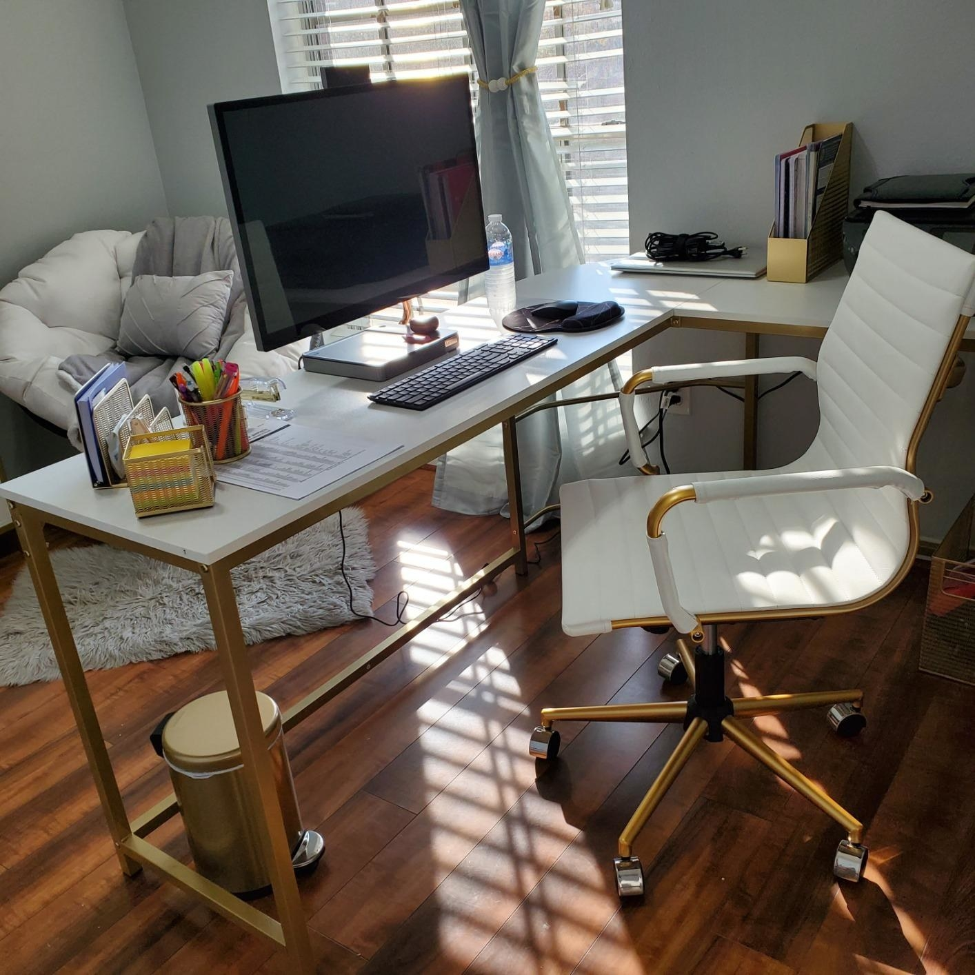 The white and gold chair in an office