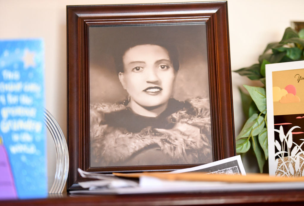 A small framed photo of Henrietta Lacks sitting on her family's mantle