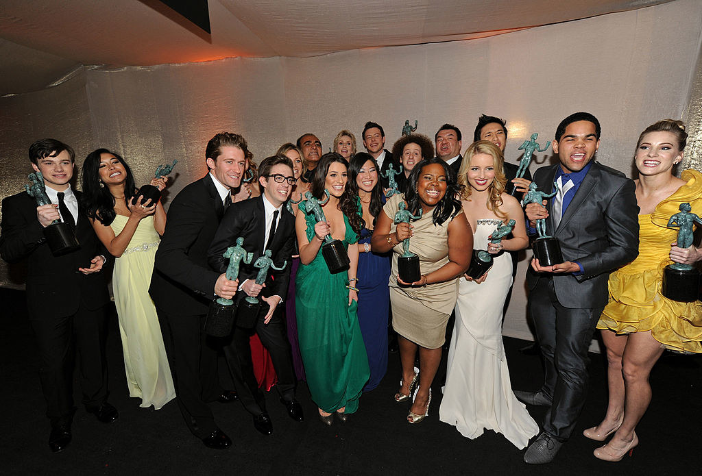 The cast of Glee posing with their SAG awards