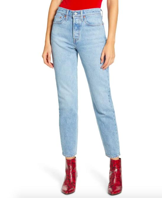 A model wearing the jeans in Tango Light
