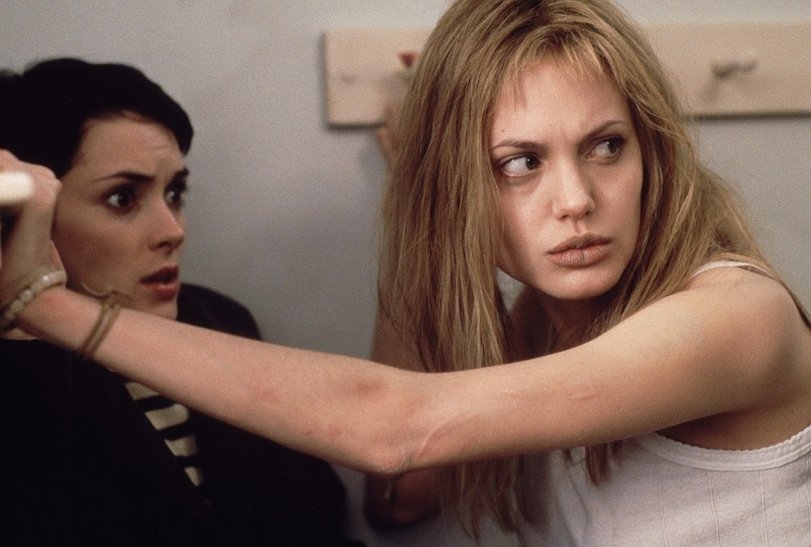 """Angelina Jolie and Winona Ryder in """"Girl, Interrupted"""""""