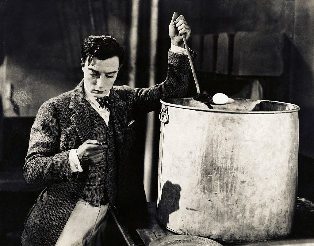Buster Keaton stirring an oversized pot in the movie The Navigator