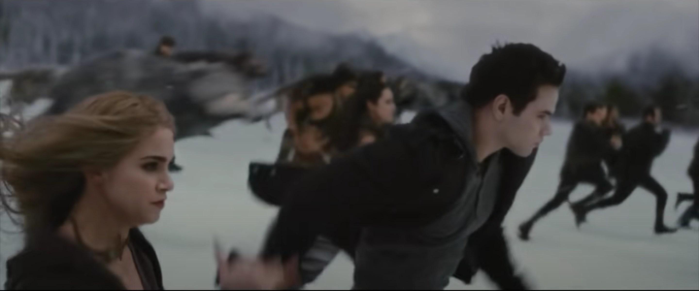 Emmett and Rosalie running into battle