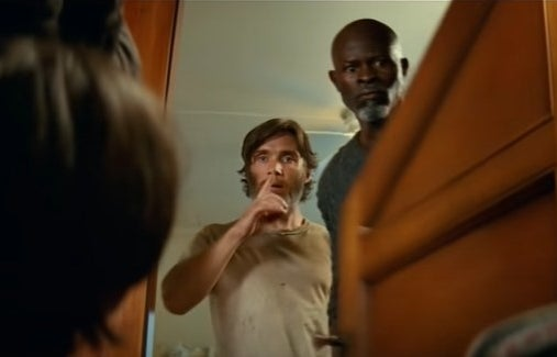 Cillian Murphy and Djimon Hounsou closing people in a room