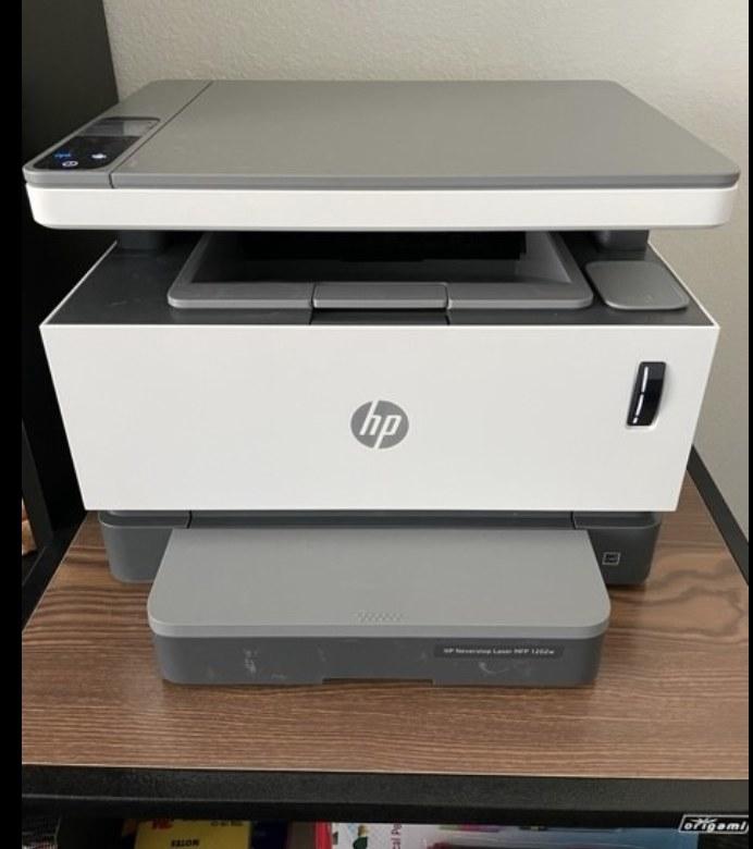 一名评论家在他们家中显示打印机