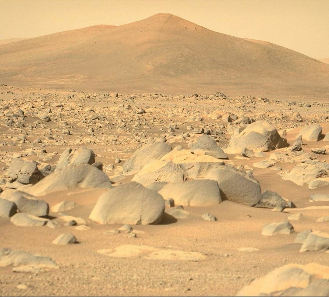 A photo of a rocky, martian landscape that looks eerily similar to a desert here on Earth