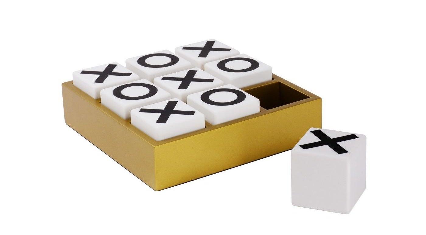 The desktop tic-tac-toe game