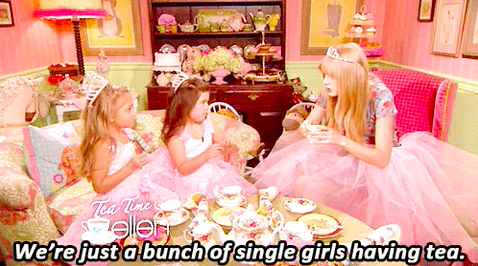 """Taylor Swift saying """"We're just a bunch of single girls having tea"""""""