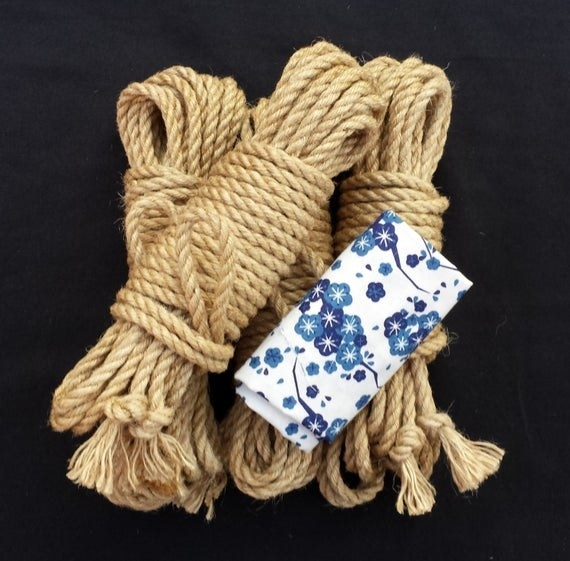 The set with ropes and blindfold