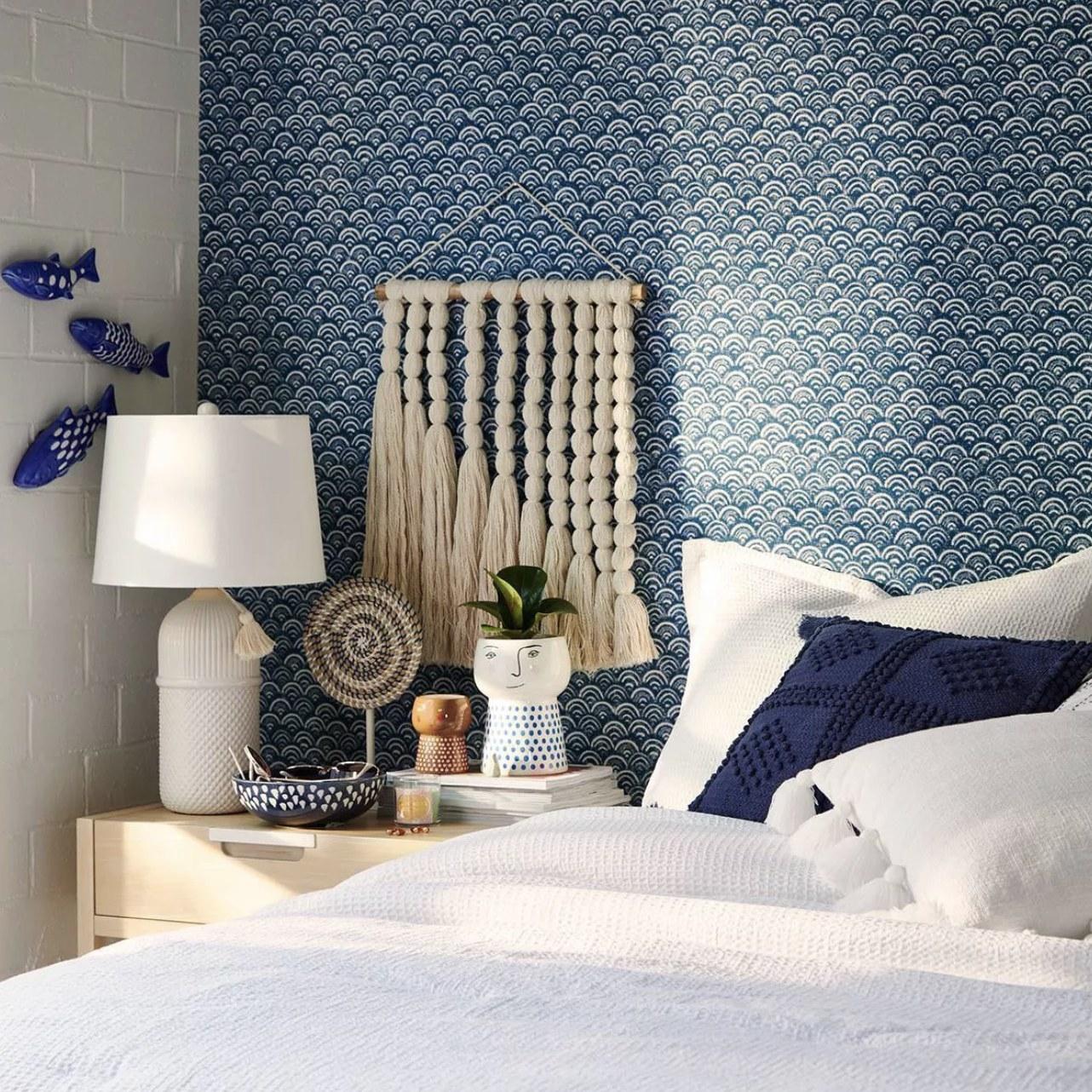 Wall décor on bedroom wall