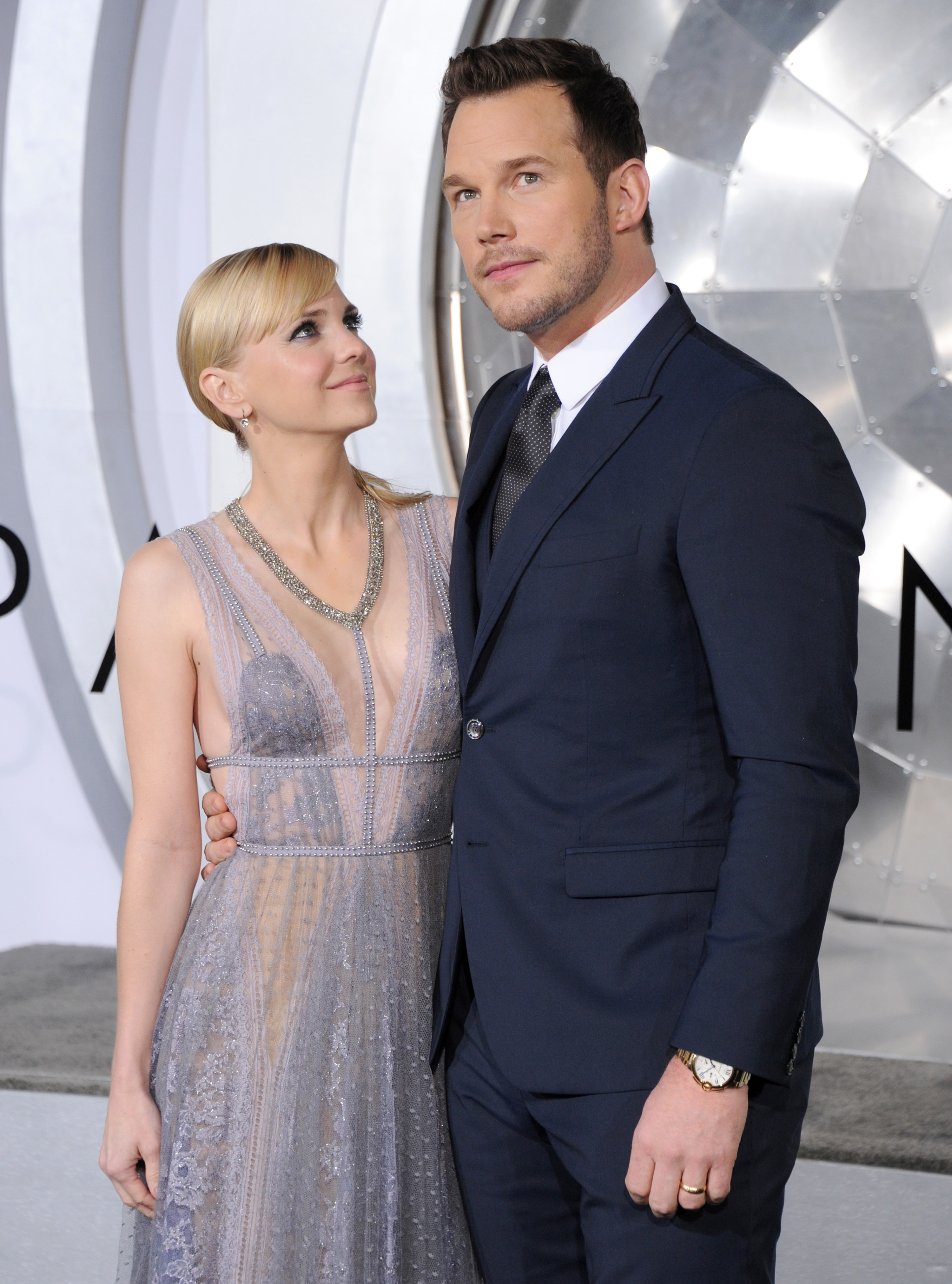 "anna faris and chris pratt at the ""passengers"" premiere"