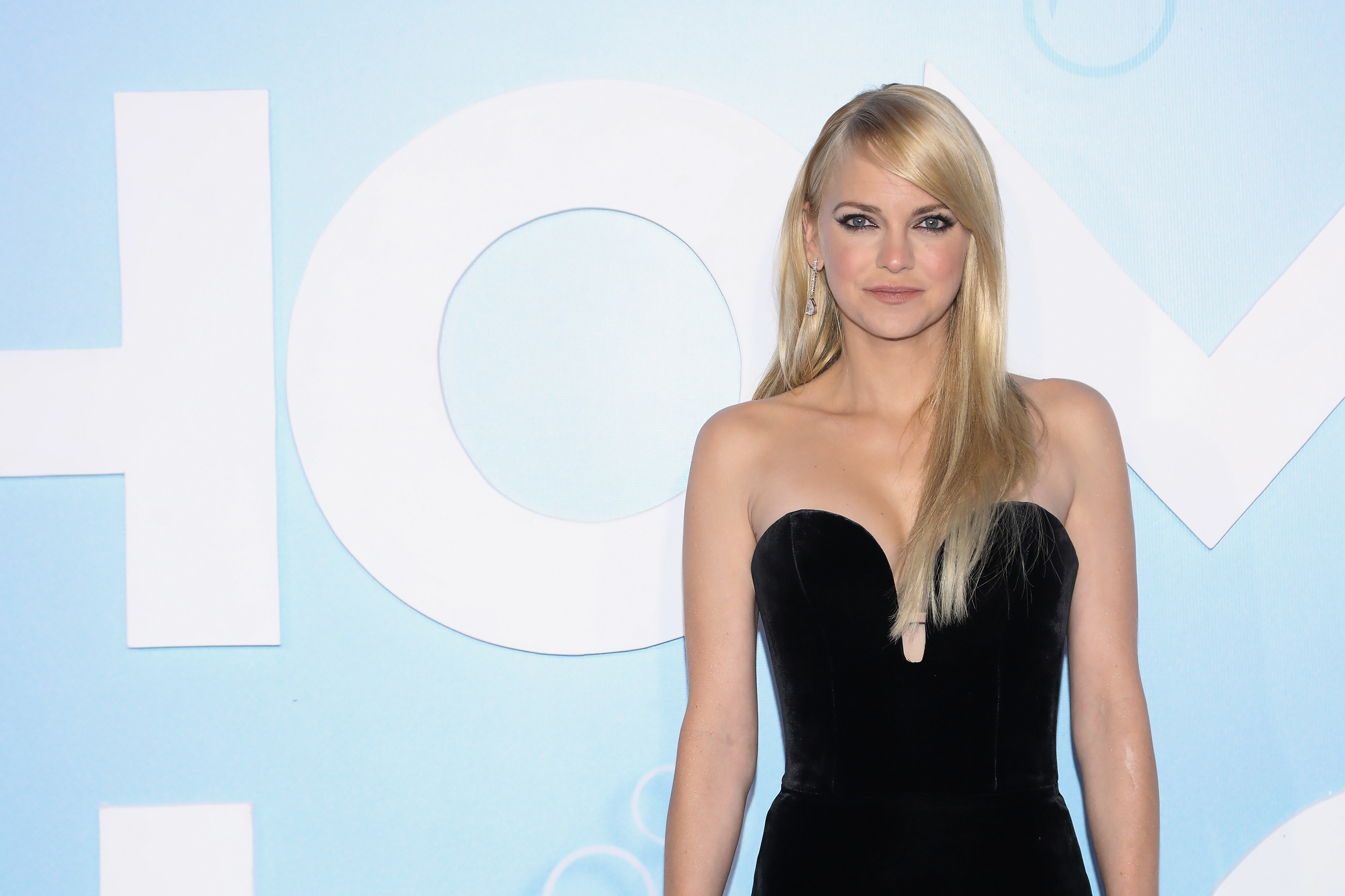 "anna faris at the ""overboard"" premiere"