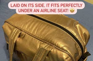金色的粗呢包上写着