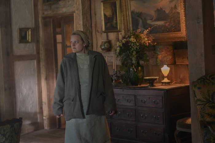 THE HANDMAID'S TALE, Elisabeth Moss, 'Nightshade', (Season 4, ep. 402, aired Apr. 28, 2021)