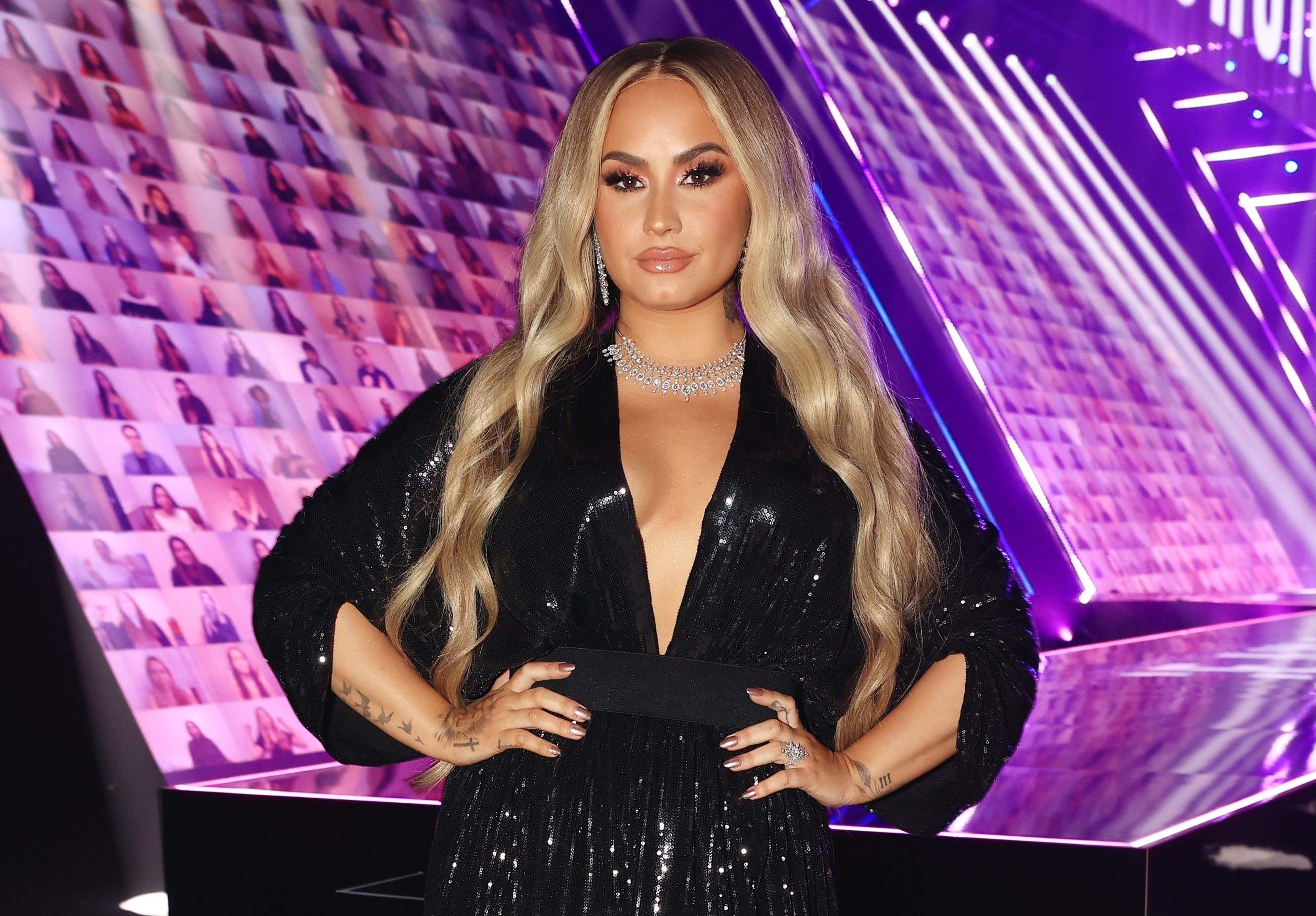 Demi has long blonde hair at a recent event