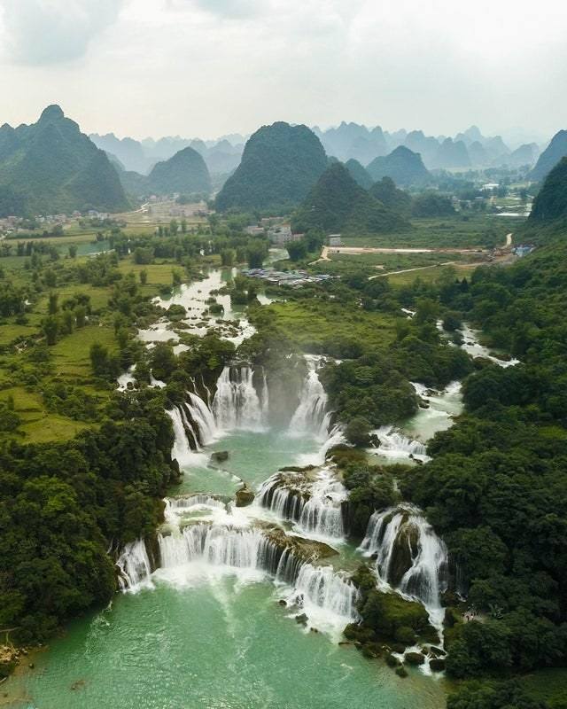 The Vietnamese-Chinese border with waterfalls