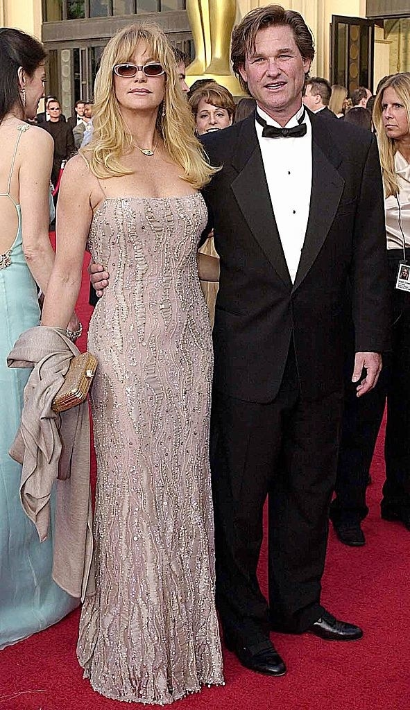 Goldie and Kurt embracing on the red carpet
