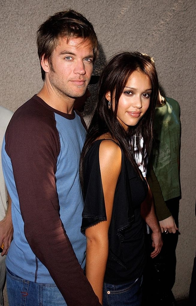 Michael Weatherly and Jessica Alba holding hands