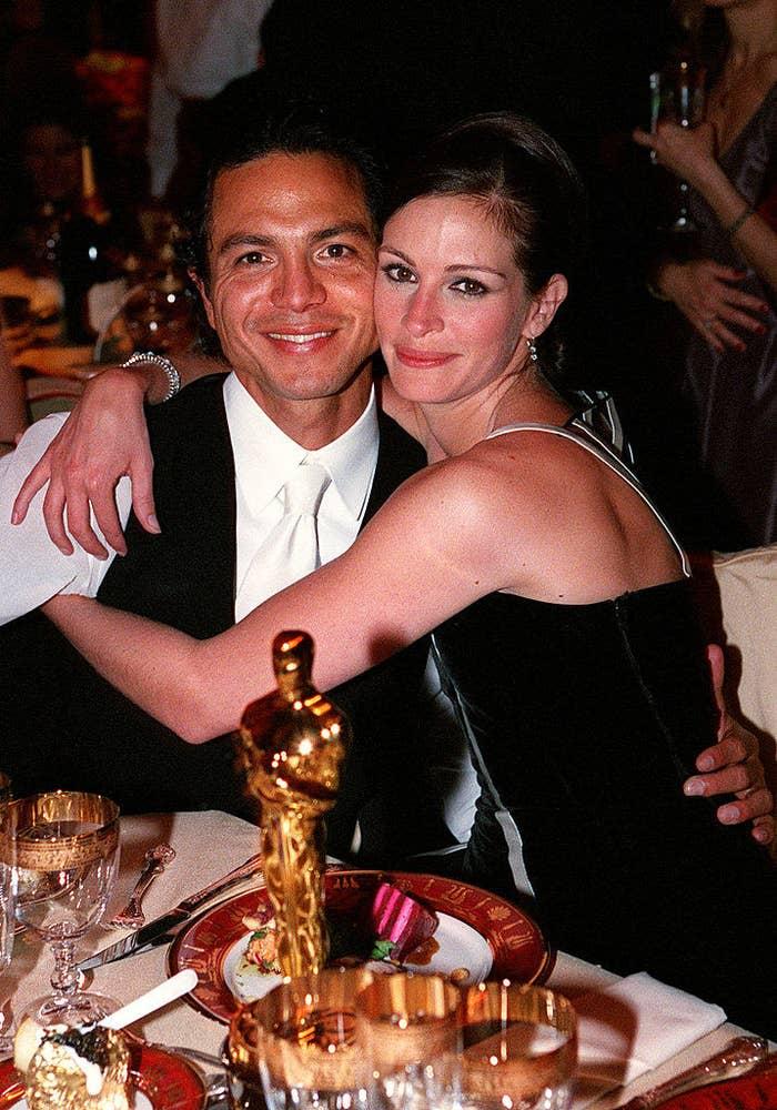Julia Roberts and Benjamin Bratt out to dinner