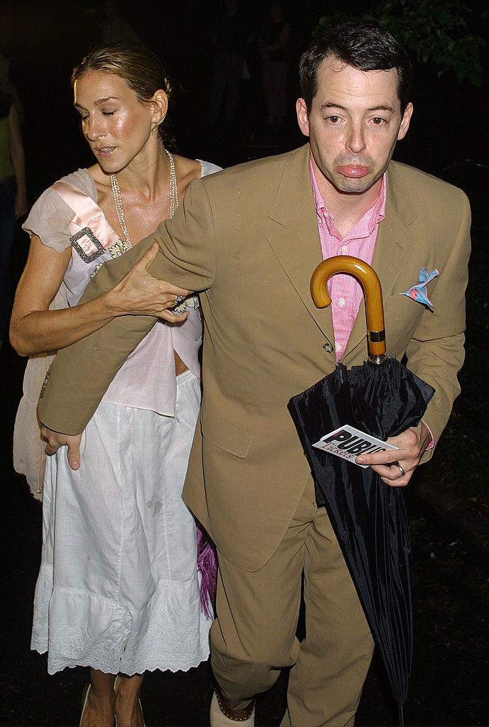 Sarah Jessica Parker and Matthew Broderick running on the street