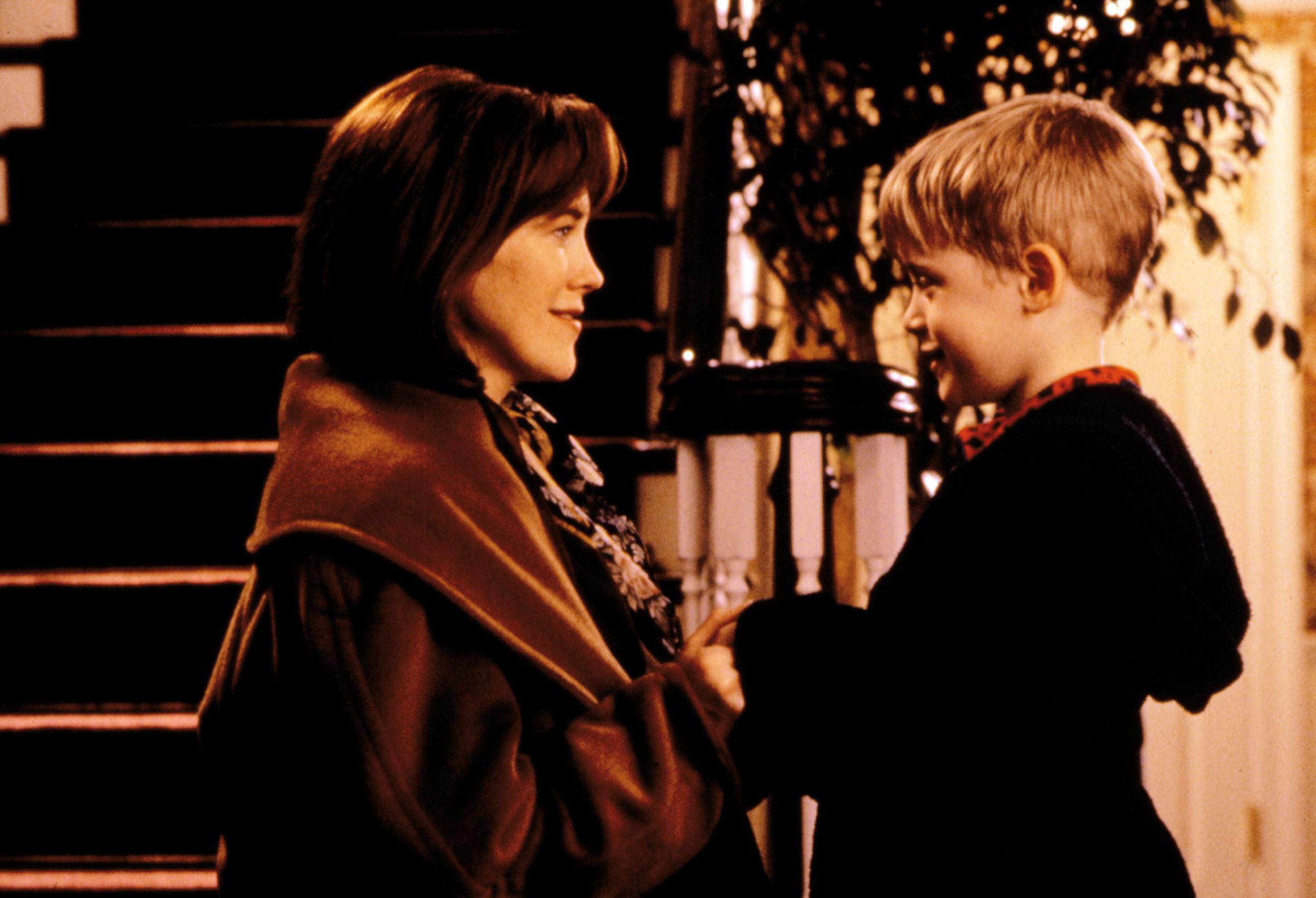 Catherine O'Hara and Macaulay Culkin in Home Alone
