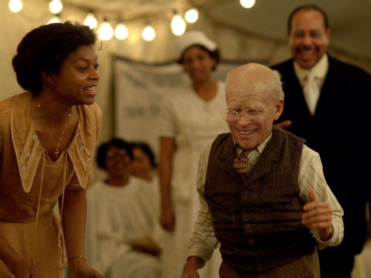 Taraji P. Henson dancing with old Brad Pitt in The Curious Case of Benjamin Button