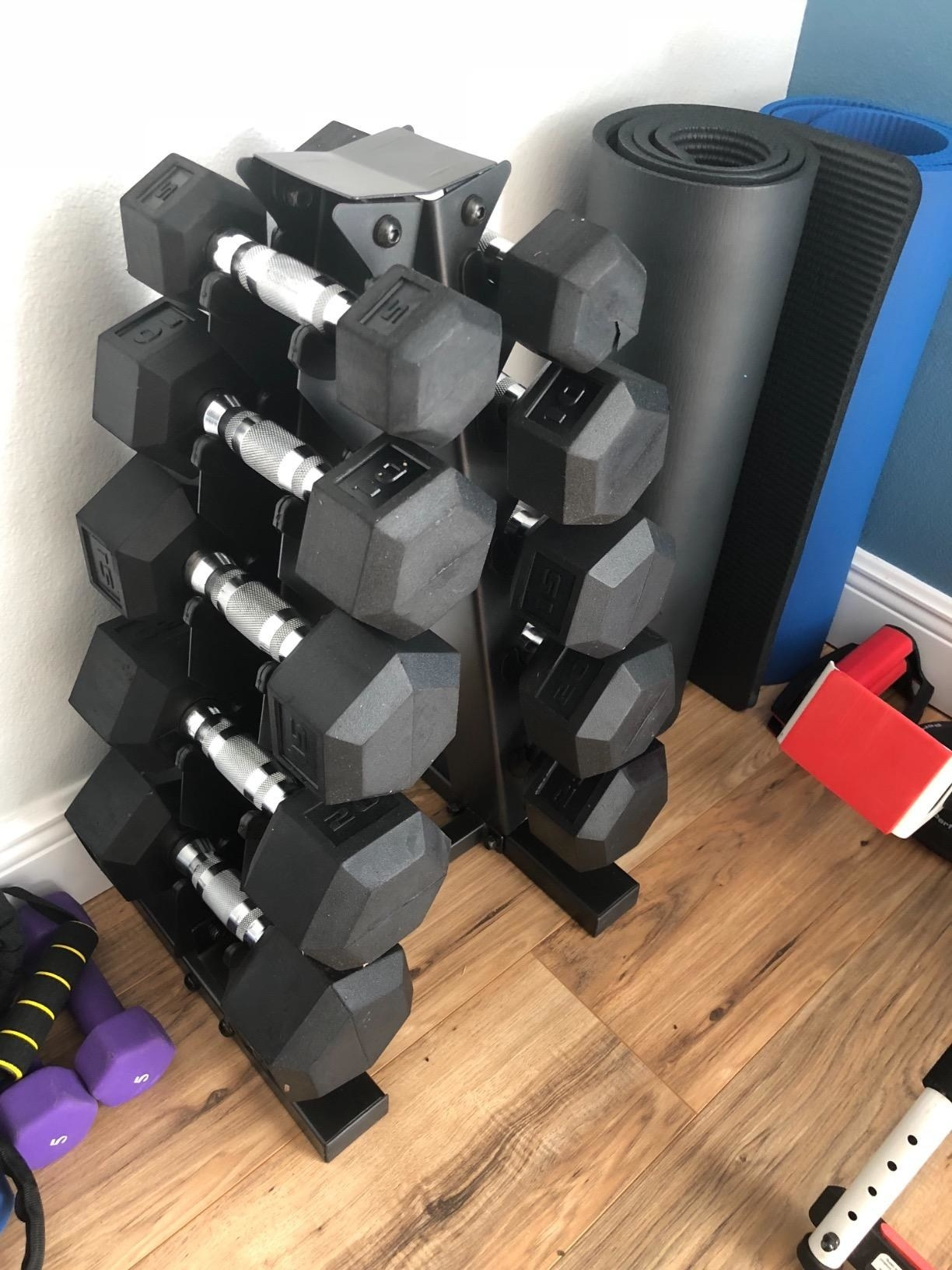 A reviewer photo of the set in a home gym, in black