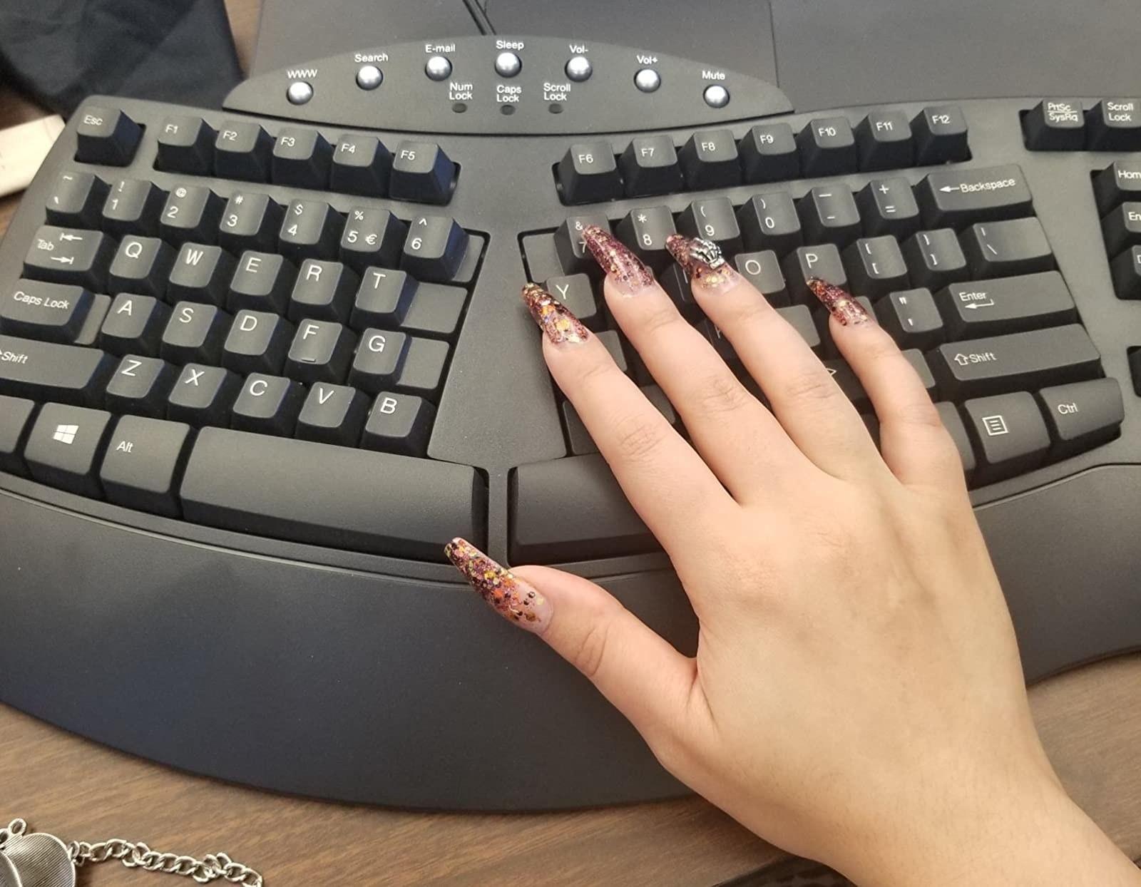 使用拆分键盘的审阅者