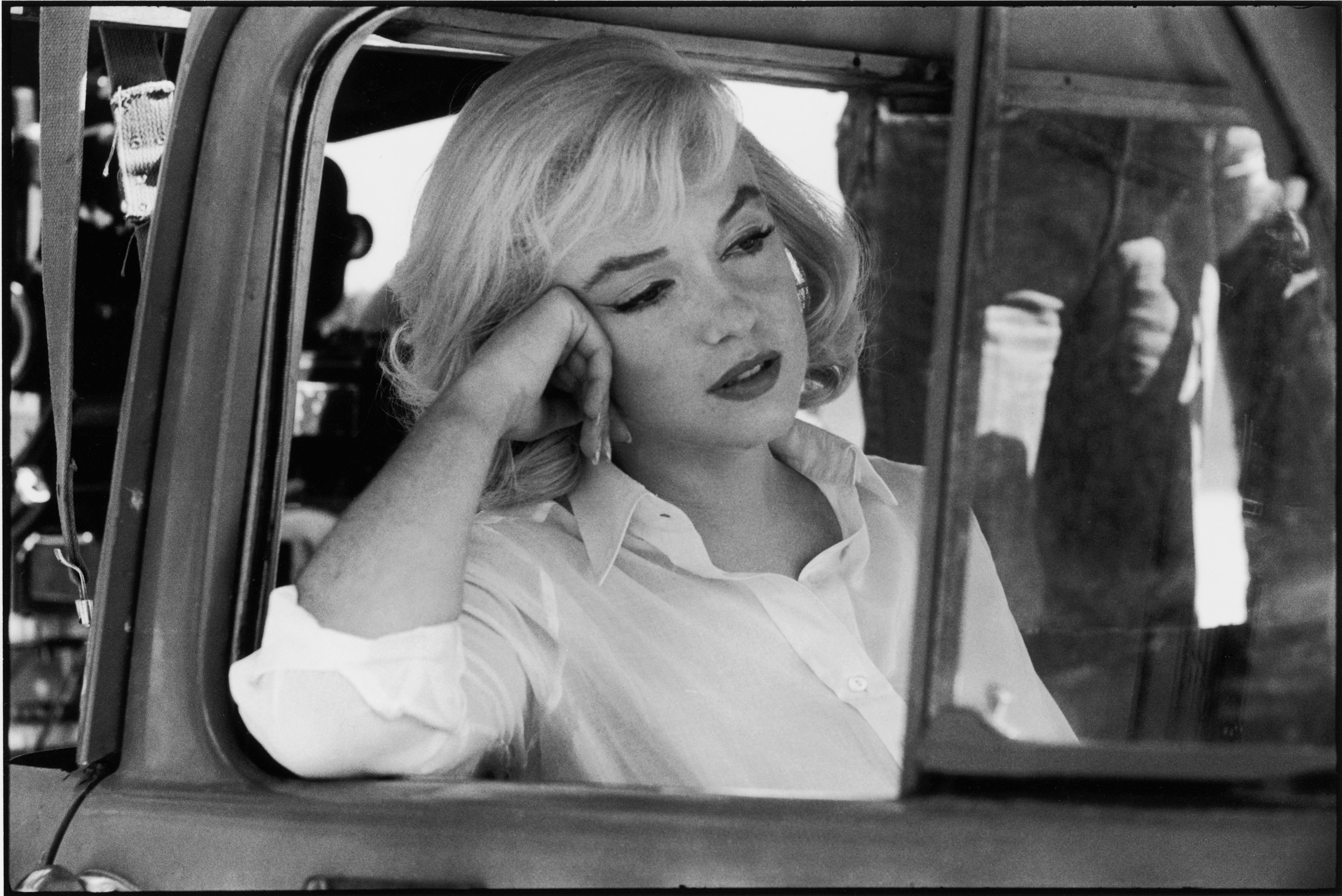 Marilyn Monroe in a car looking out the window
