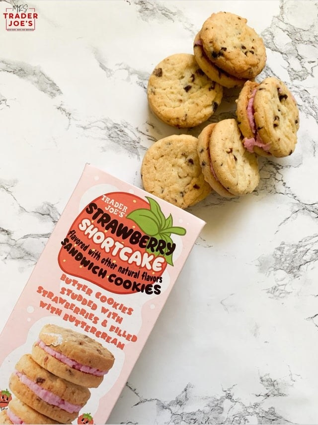 A sleeve or strawberry shortcake sandwich cookies.