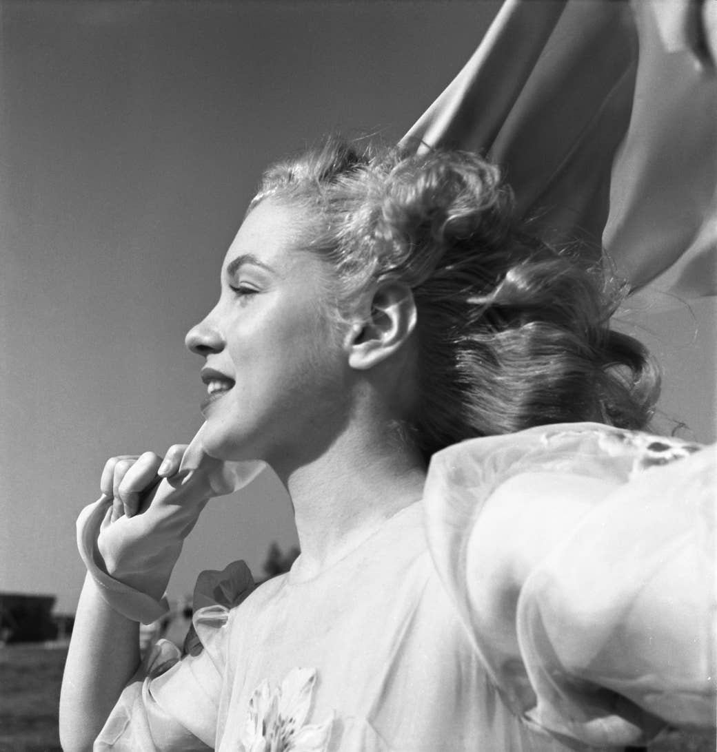 Young Marilyn Monroe in profile