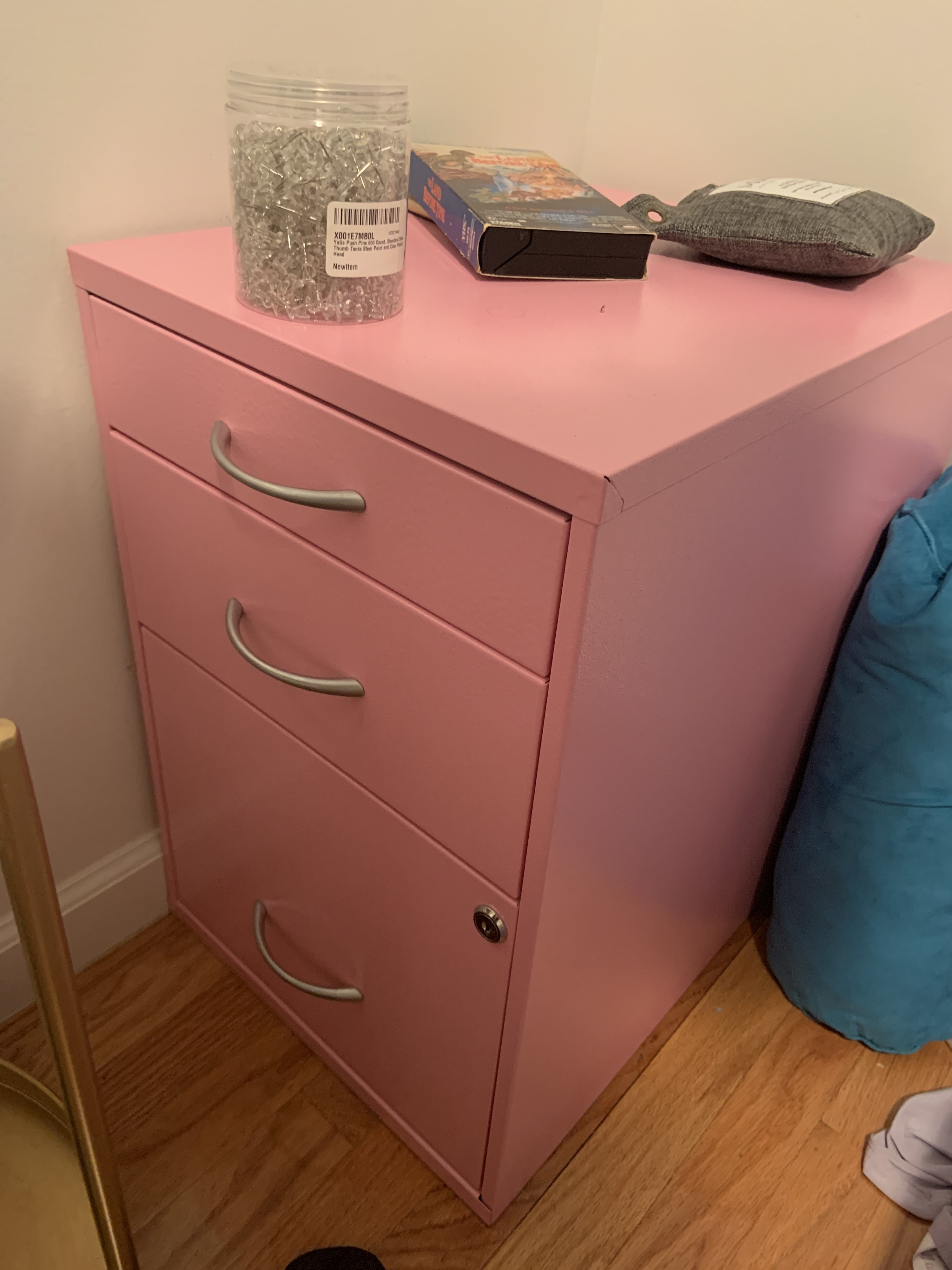 The filing cabinet in pink