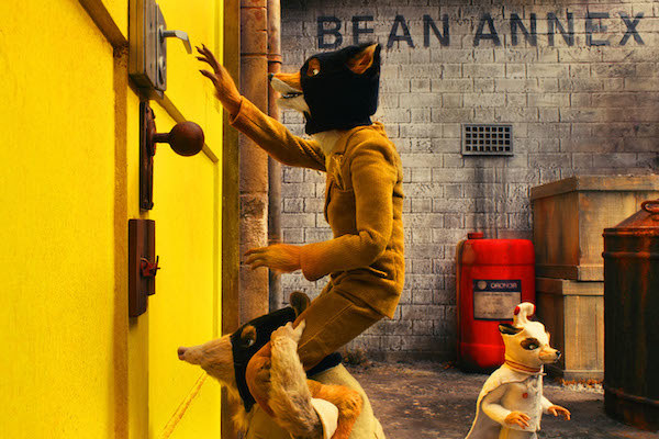 Kylie (voiced by Wally Wolodarsky), Mr. Fox (voiced by George Clooney), and Ash (voiced by Jason Schwartzman) staging a heist.
