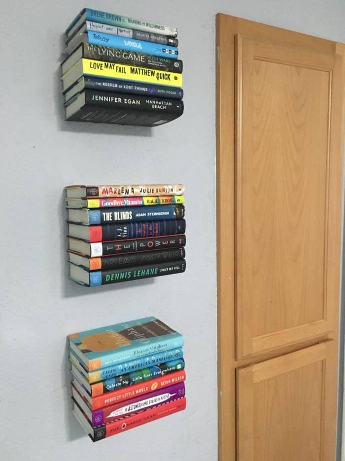 The set of three floating bookshelves