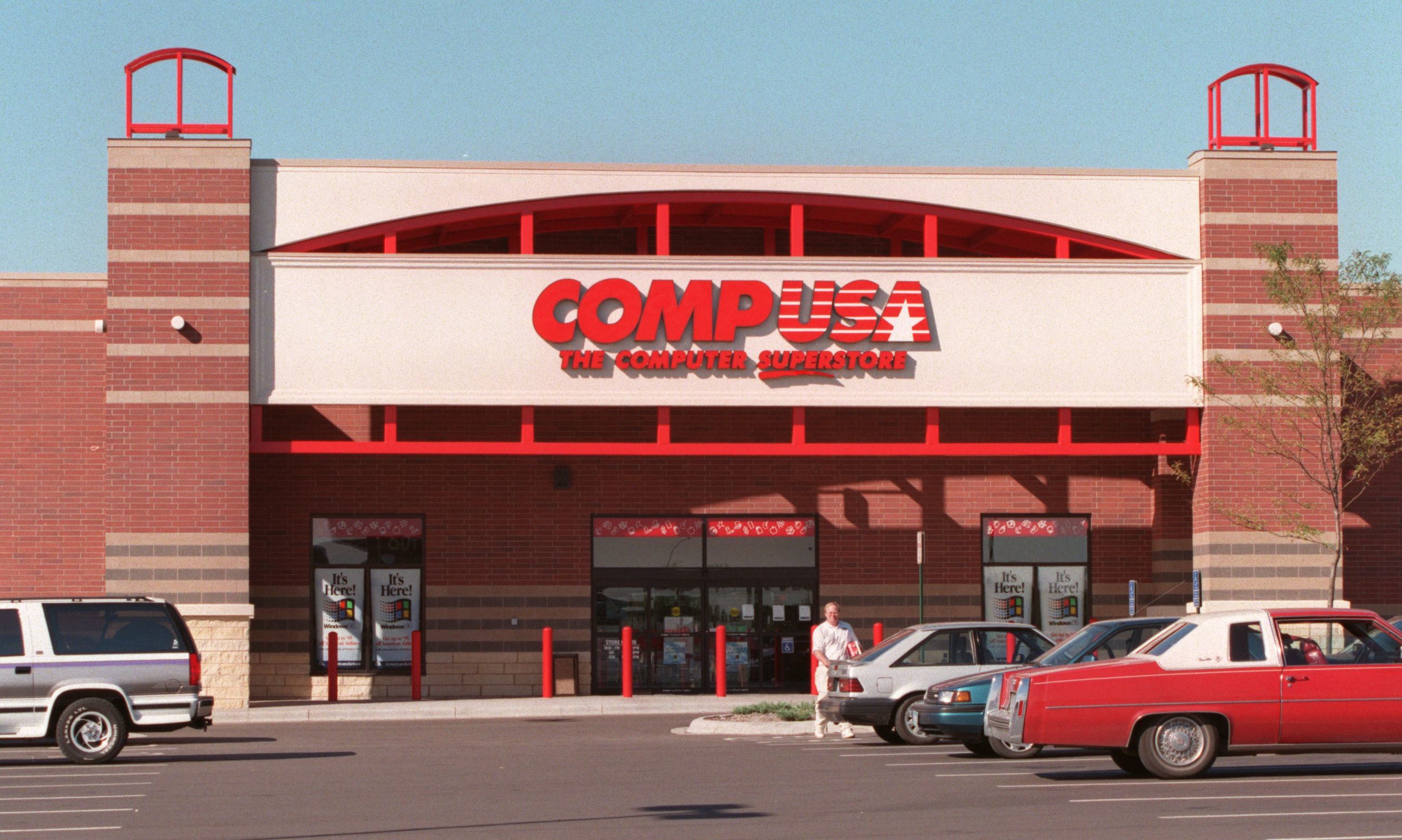 A CompUSA store with red exterior in the mid-'90s
