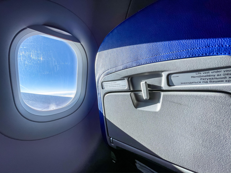 Airplane passenger seat