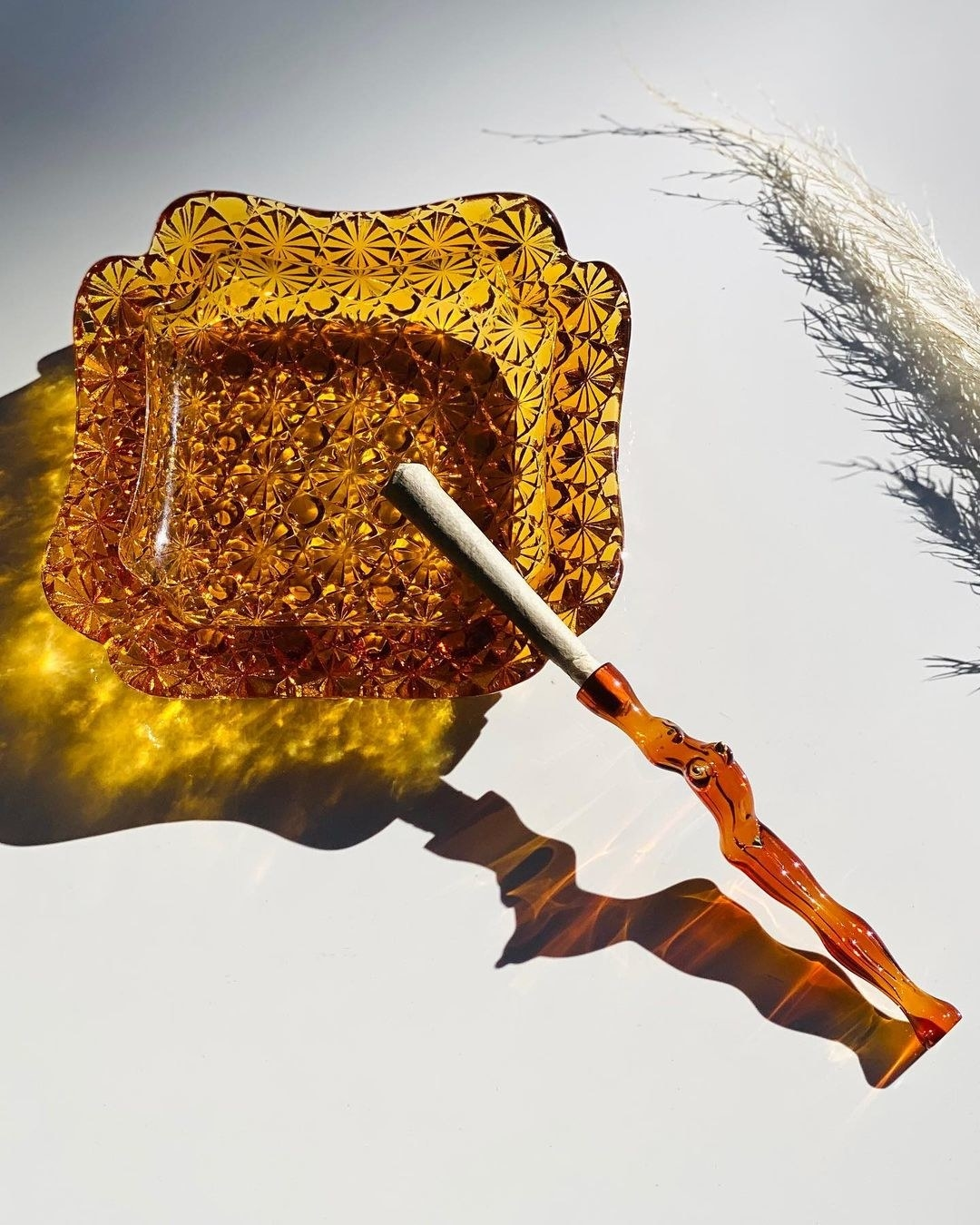 the glass joint holder in amber