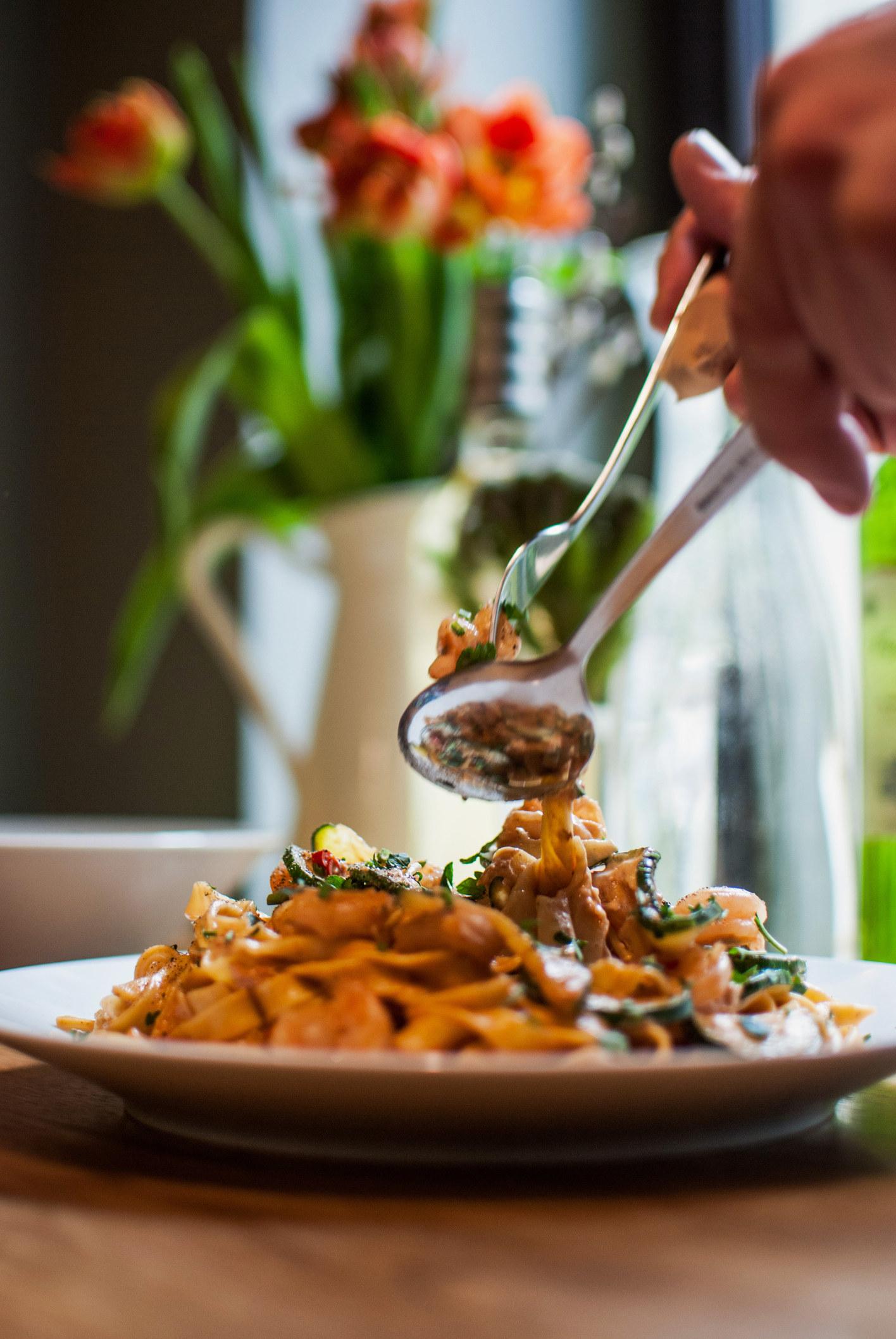 Serving a bowl of tagliatelle.