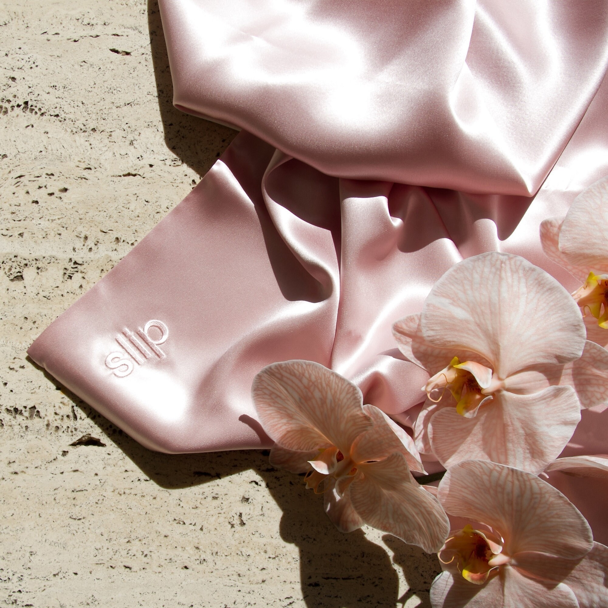 The silk pillowcase in pink