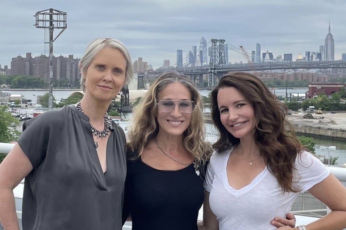 """Sarah Jessica Parker Shared A Reunion Photo From The """"SATC"""" Revival Table Read"""